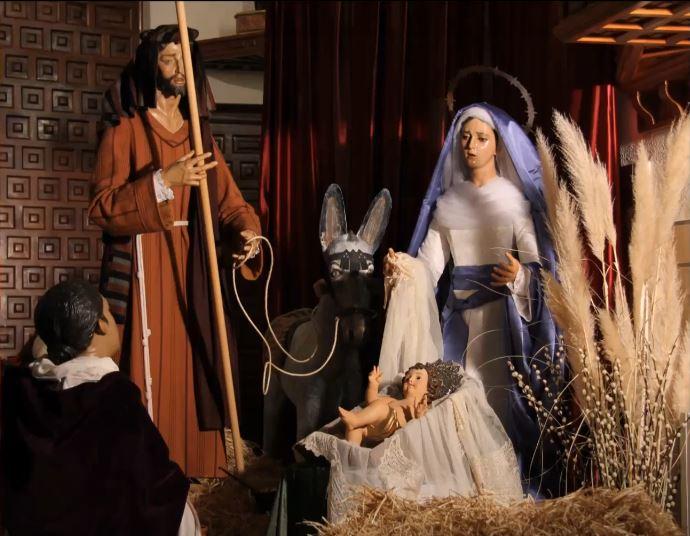 Los coros y danzas Virgen de la Sierra cantan en el festival de Navidad